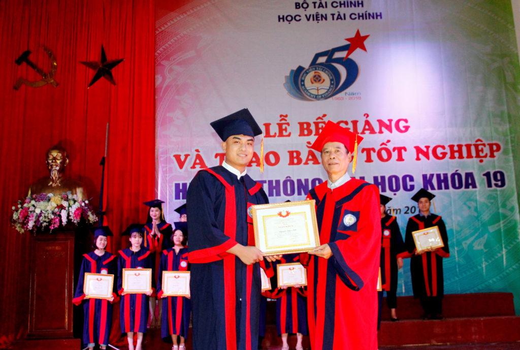 Thí sinh phải thi tuyển để học liên thông Học viện Tài chính